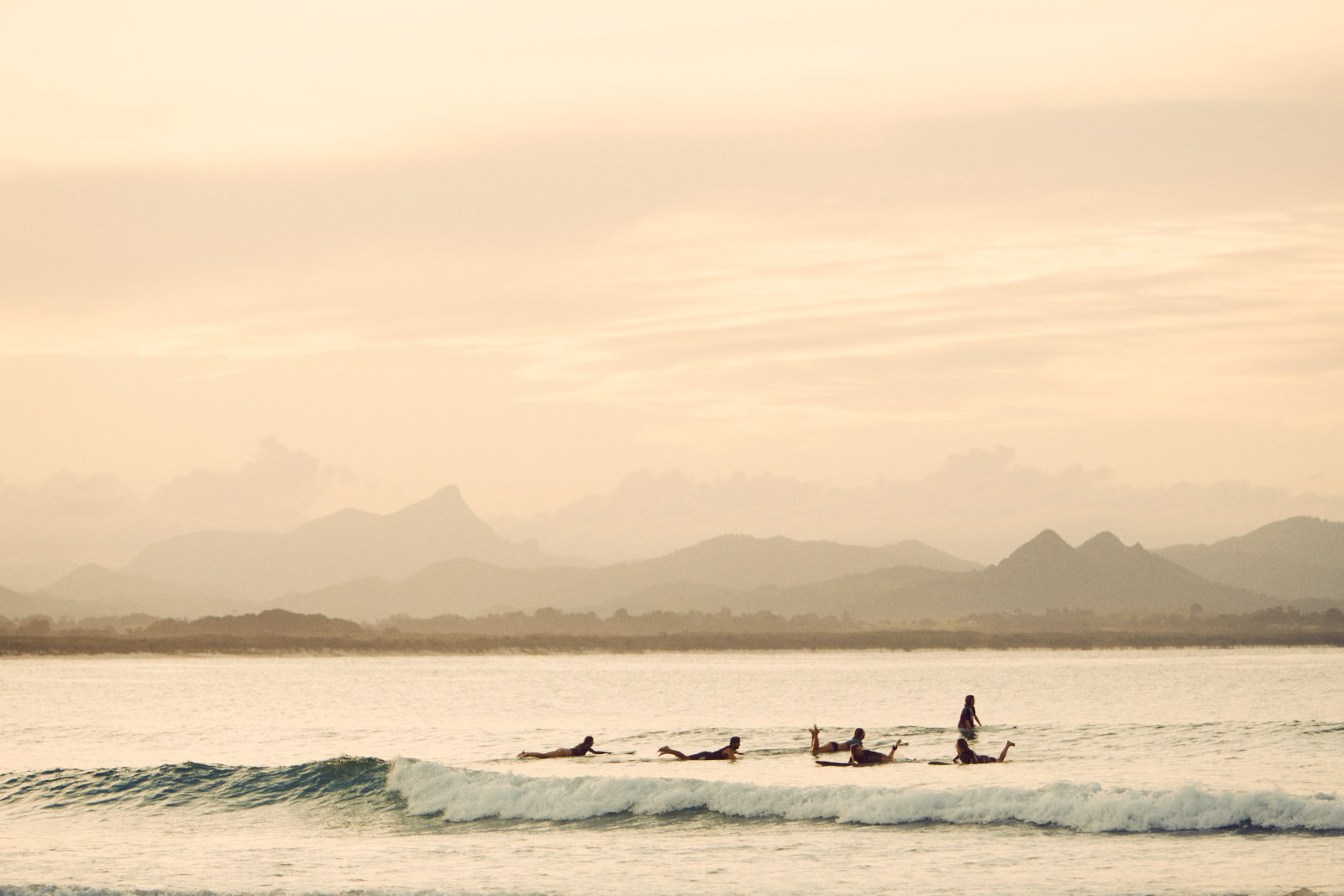 byron bay, ming nomchong, surfing, women surf, susnet session,